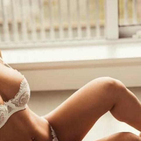 Stephanie is Female Escorts. | Vancouver | British Columbia | Canada | canadatopescorts.com